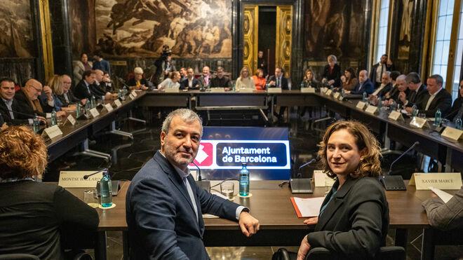 El primer Teniente de Alcalde, Jaume Collboni, junto a la alcaldesa, Ada Colau en una reunión.