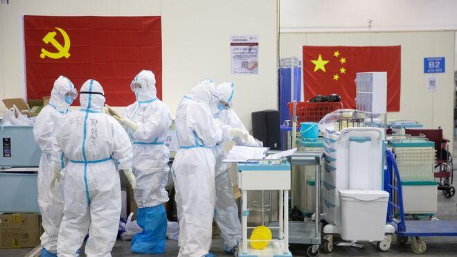 Varios médicos de uno de los hospitales de Wuhan.