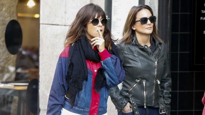Mónica Carrillo y Vanesa Martín por las calles de Madrid en 2019