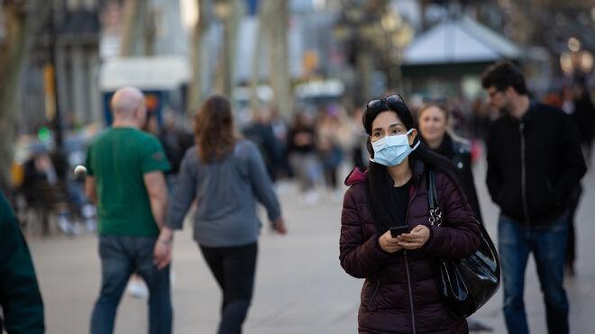 Mujer con mascarilla en Barcelona.