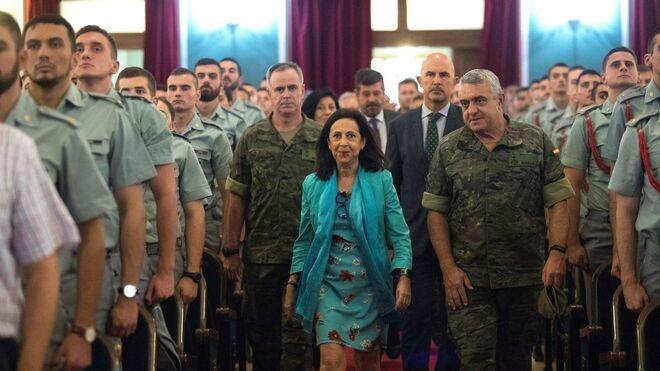 Robles junto al general Varela (dcha) y el subsecretario De la Torre en 2018.