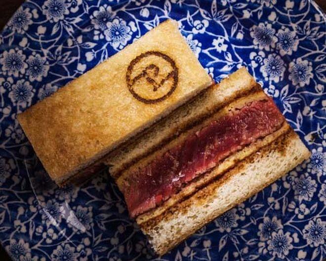 Sandwich Pedegrú de solomillo de vaca madurado.
