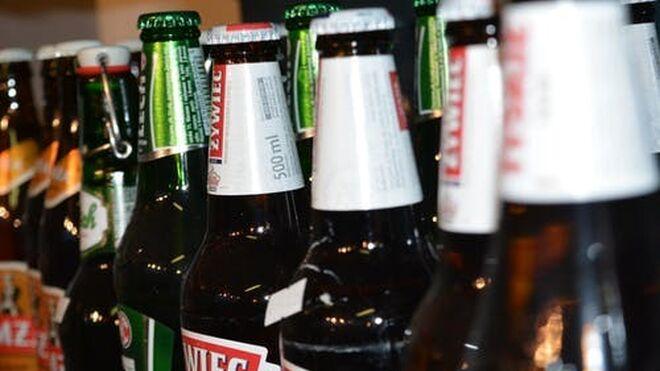 Los españoles compran menos aceite y papel higiénico, pero suben un 78% las ventas de cerveza