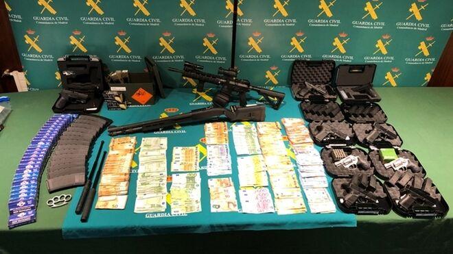 Armas, cartuchos y material intervenido al exmilitar del Ejército del Aire