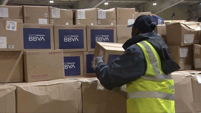 Llegada a España de los respiradores de BBVA para luchar contra el coronavirus