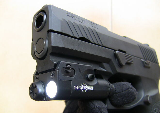 Unas de las armas de fuego intervenidas al exmilitar
