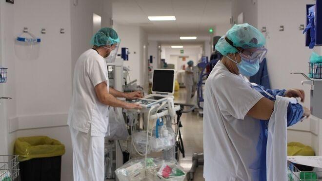 Personal sanitario en el hospital Josep Trueta.