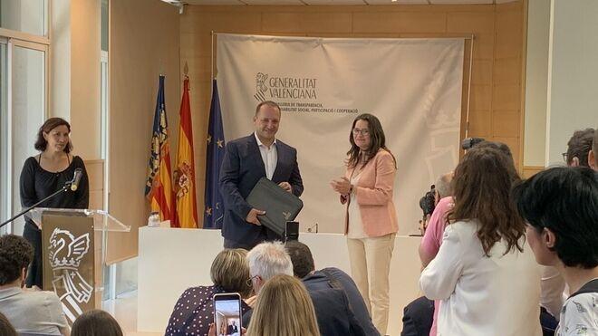 Rubén Martínez Dalmau con Mónica Oltra en la Generalitat valenciana