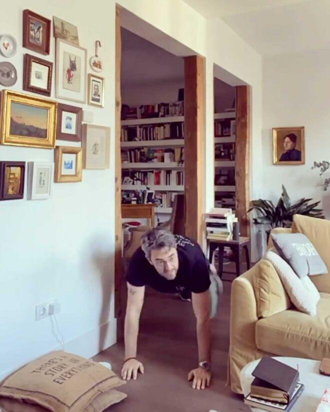 El salón de su casa.
