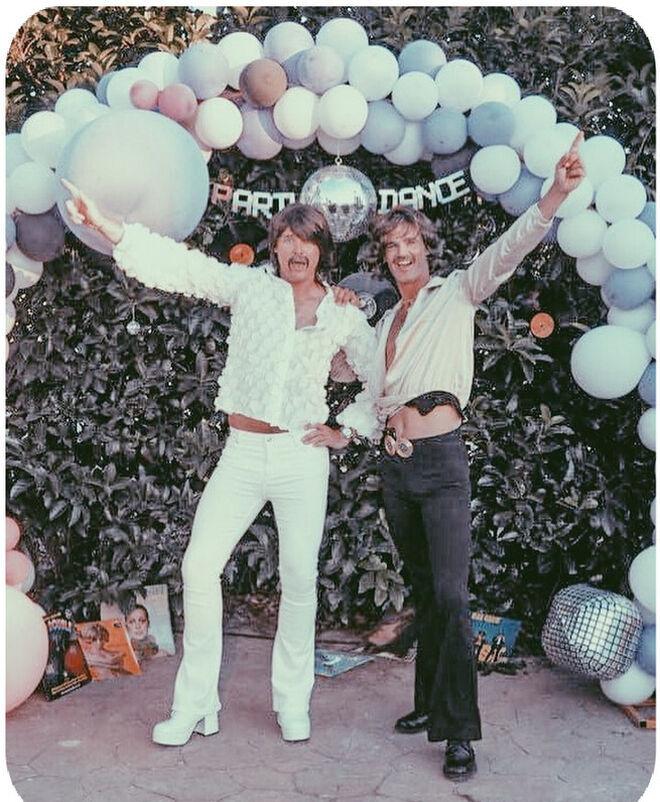 Aitor Gómez y José Bono, en la celebración de su 'no boda'.