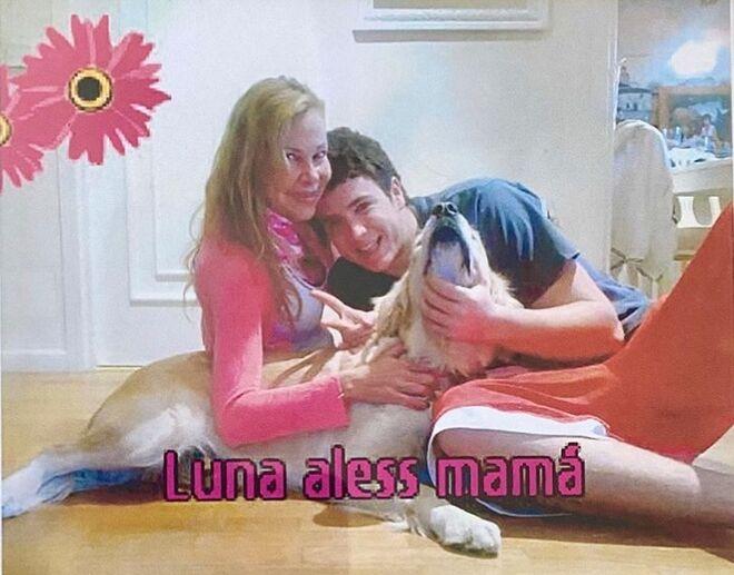 Ana Obregón, con su hijo Álex y la perra de este, Luna.