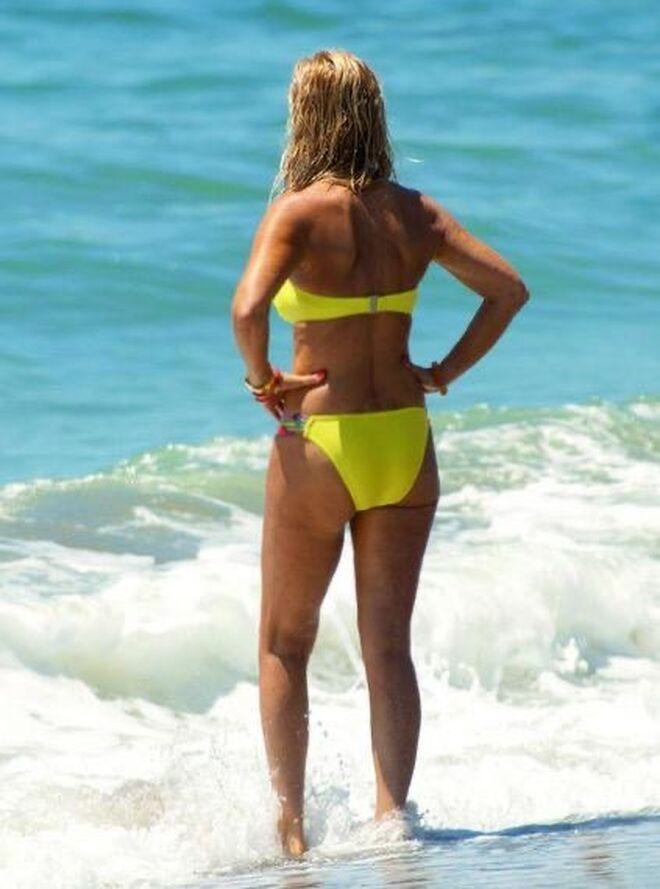 Carmen Lomana en la playa