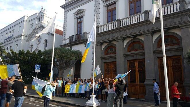 El TS anula el acuerdo que permitió exhibir la bandera de siete estrellas verde en el Ayuntamiento de Santa Cruz.