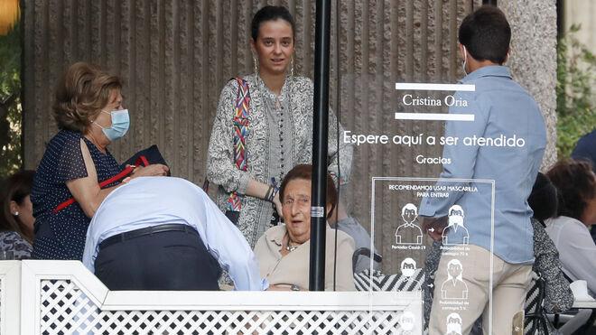 Victoria Federica con la infanta Margarita en Madrid