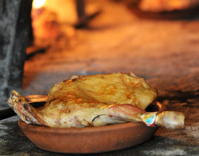 El lechazo se asa en horno de leña.