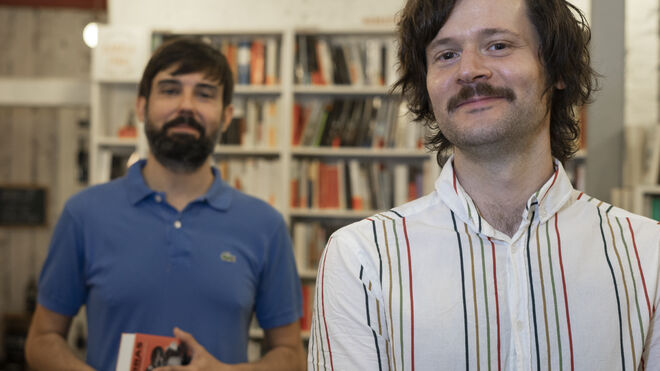 Alfonso Tordesillas y Gonzalo Queipo, de la librería Tipos Infames