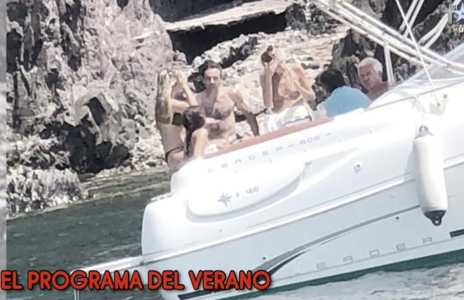Ana y Enrique navegando con los padres de ella
