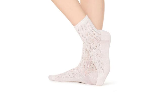Calcetines blancos y calados. PVP: 3.95€