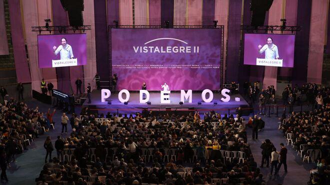 Iglesias habla en una de las reuniones del partido en Vistalegre