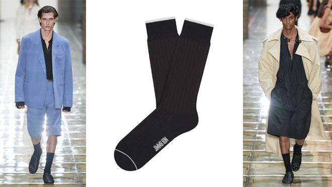 Pasarela de BOTTEGA VENETA y calcetines negros de JIMMY LION (CPV)
