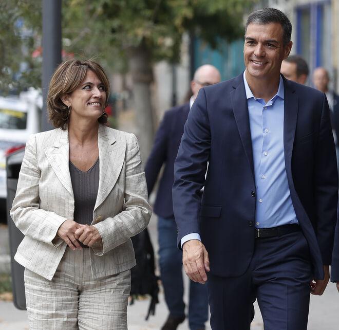Dolores Delgado cuando era ministra del PSOE, con Pedro Sánchez