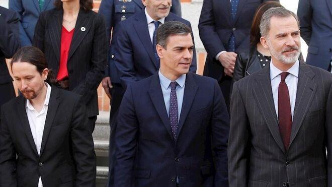 Felipe VI, Pedro Sánchez y Pablo Iglesias.