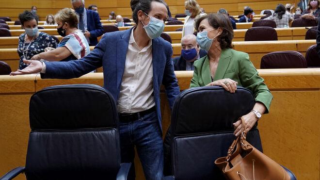 Pablo Iglesias y Carmen Calvo en el Senado