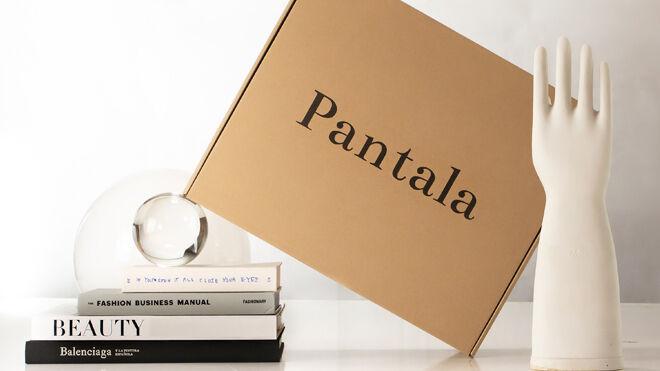 Packaging de entrega del envío mensual de prendas
