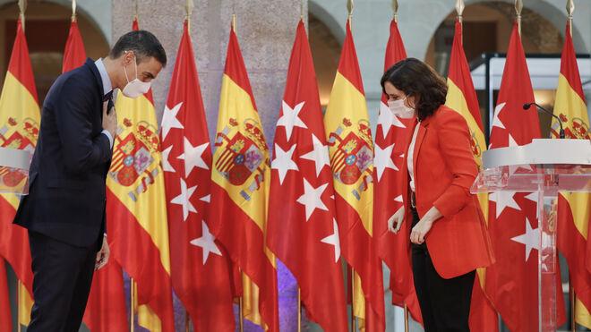 El presidente del Gobierno, Pedro Sánchez, y la presidenta de Madrid, Díaz Ayuso, en la rueda de prensa posterior a su acuerdo de colaboración frente a la pandemia.