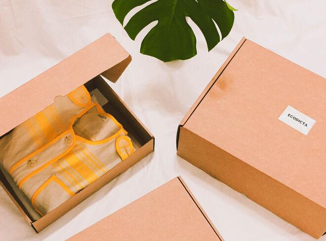 Preparación de cajas con envío de prendas en alquiler
