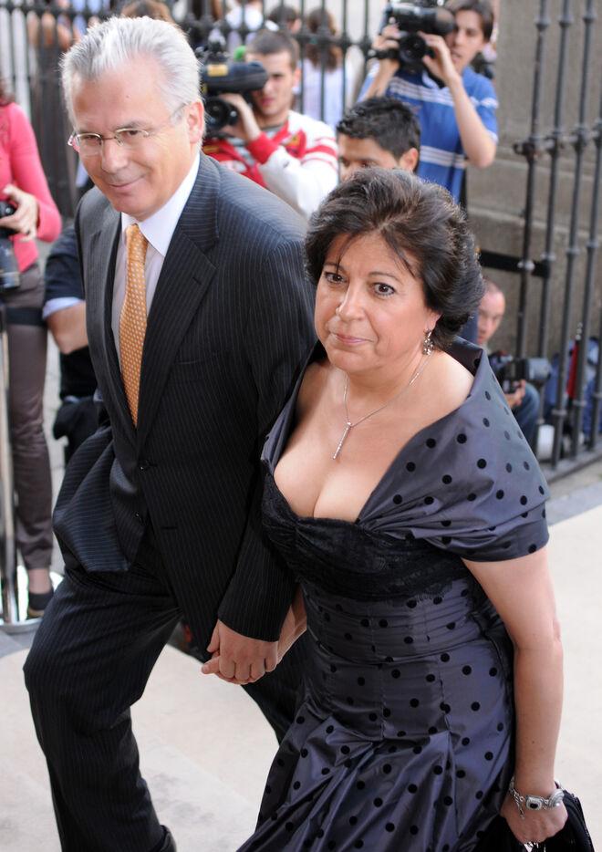 El juez y su esposa, Rosario Molina, en una boda, en 2009.