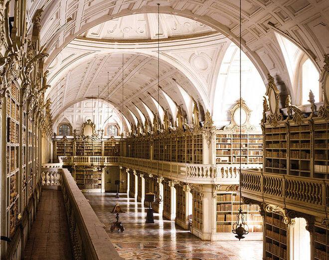 Biblioteca del Palacio de Mapfra (Portugal).