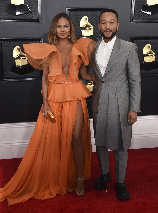 La modelo Chrissy Teigen y el cantante John Legend, en los premios Grammy de enero de 2020.