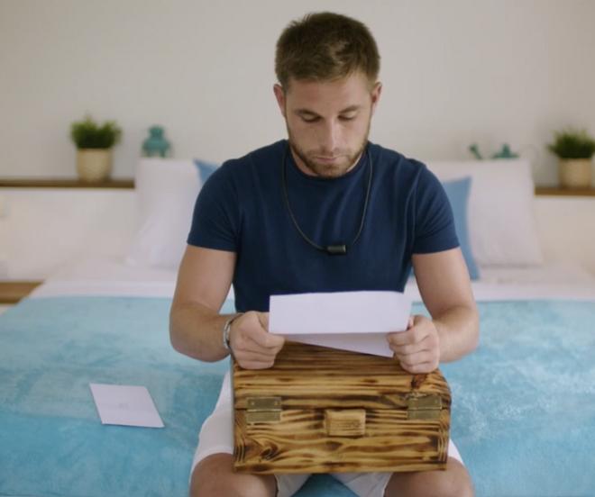 Tom lee la carta de Melyssa