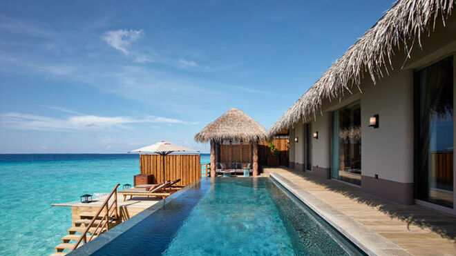 Villa sobre el mar, con piscina privada.