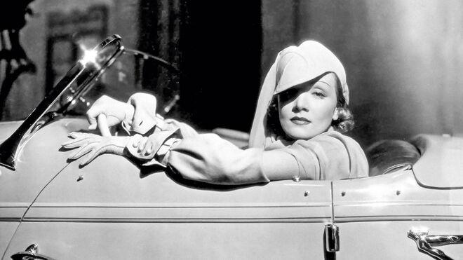 La actriz Marlene Dietrich, en una secuencia de la cinta 'Deseo' (1936).