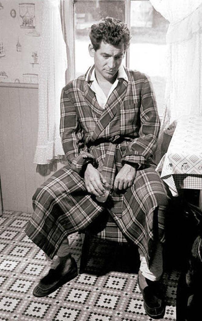 El director de orquesta Leonard Bernstein, retratado en la intimidad, en 1949.
