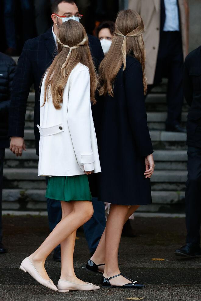 La princesa Leonor y la infanta Sofía, con recogidos similares.
