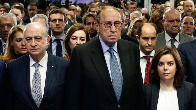 El exministro Fernández Díaz junto a Mauricio Casals y la exvicepresidenta Soraya Sáenz de Santamaría