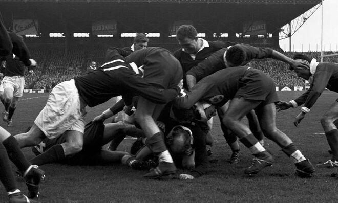 Imagen de un partido del Torneo de las Cinco Naciones disputado en 1959. Se enfrentaban Francia y Escocia en el estadio de Colombes, cerca de París.