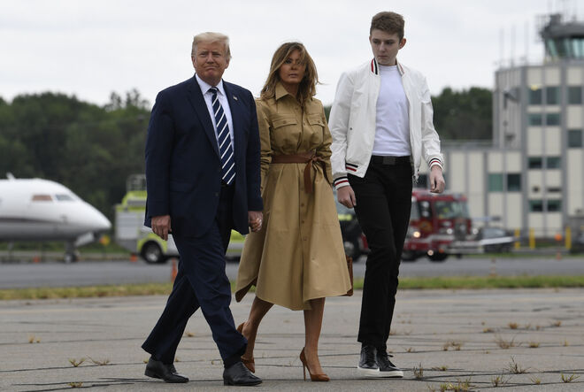 Trump, Melania y el hijo de ambos en 2020