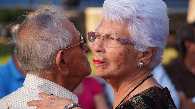 Dos ancianos bailando