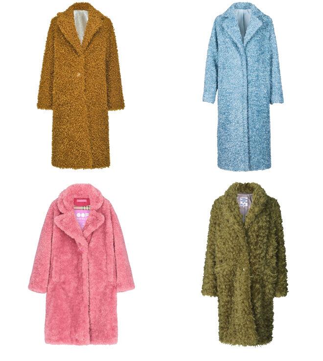 PINKO Abrigo mostaza. PVP: 495€ // ANONYME DESIGNERS Abrigo azul. PVP: 289€ // OOF WEAR Abrigo rosa. PVP: 349€ // DANISH REVEAL Abrigo verde. PVP: 469€