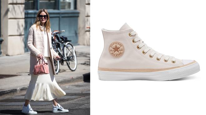 Olivia Palermo con un look general blanco y zapatillas Converse