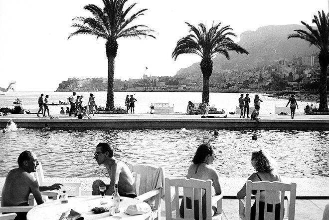 La piscina olímpica del hotel Monte Carlo Beach, a finales de los años 40 del siglo pasado.