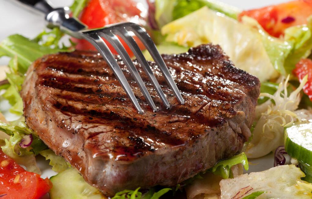 Qué ocurre realmente en tu cuerpo cuando dejas de comer carne, según una doctora