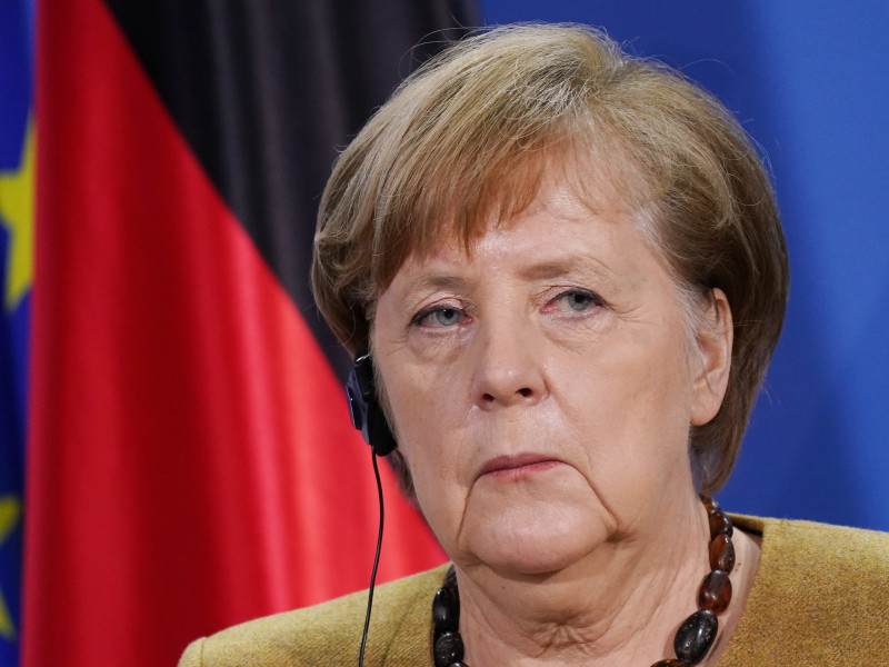 Merkel aboga por prolongar cierre de la vida pública hasta marzo