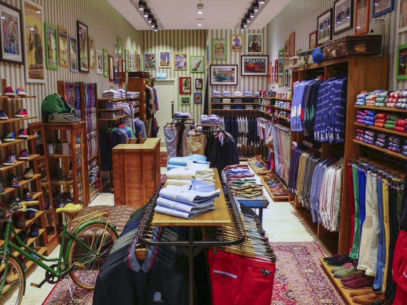 Interior de una de las tiendas de El Ganso