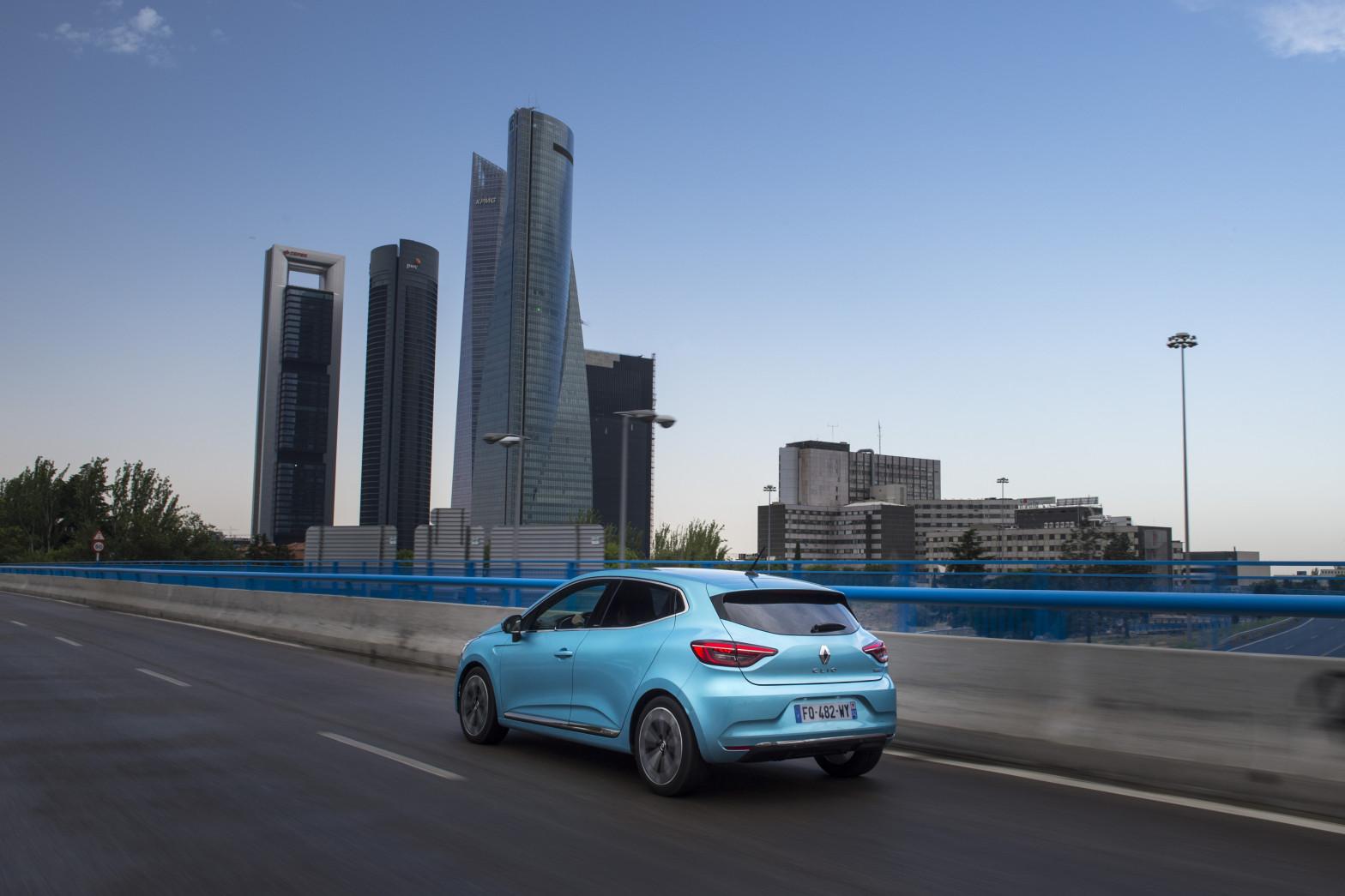 Probamos tres nuevos utilitarios para la ciudad: ¿gasolina, híbrido o eléctrico?