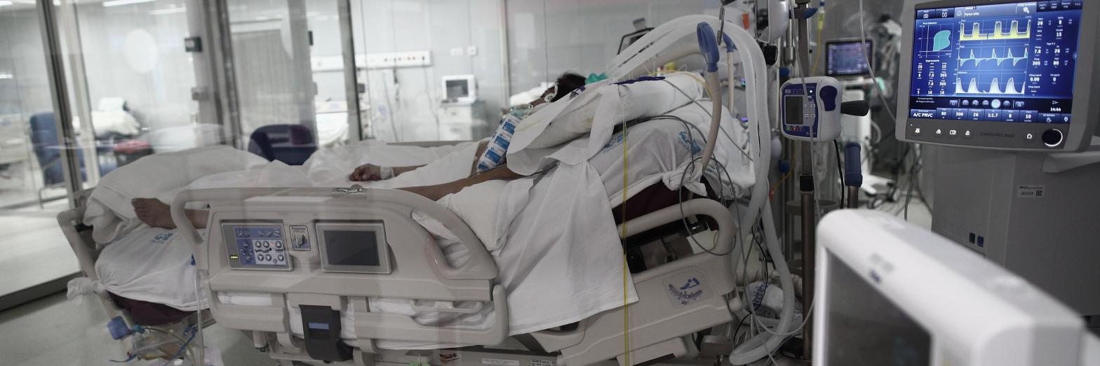Una mezcla de medicamentos reduce la mortalidad de los casos más graves de covid-19 a la mitad